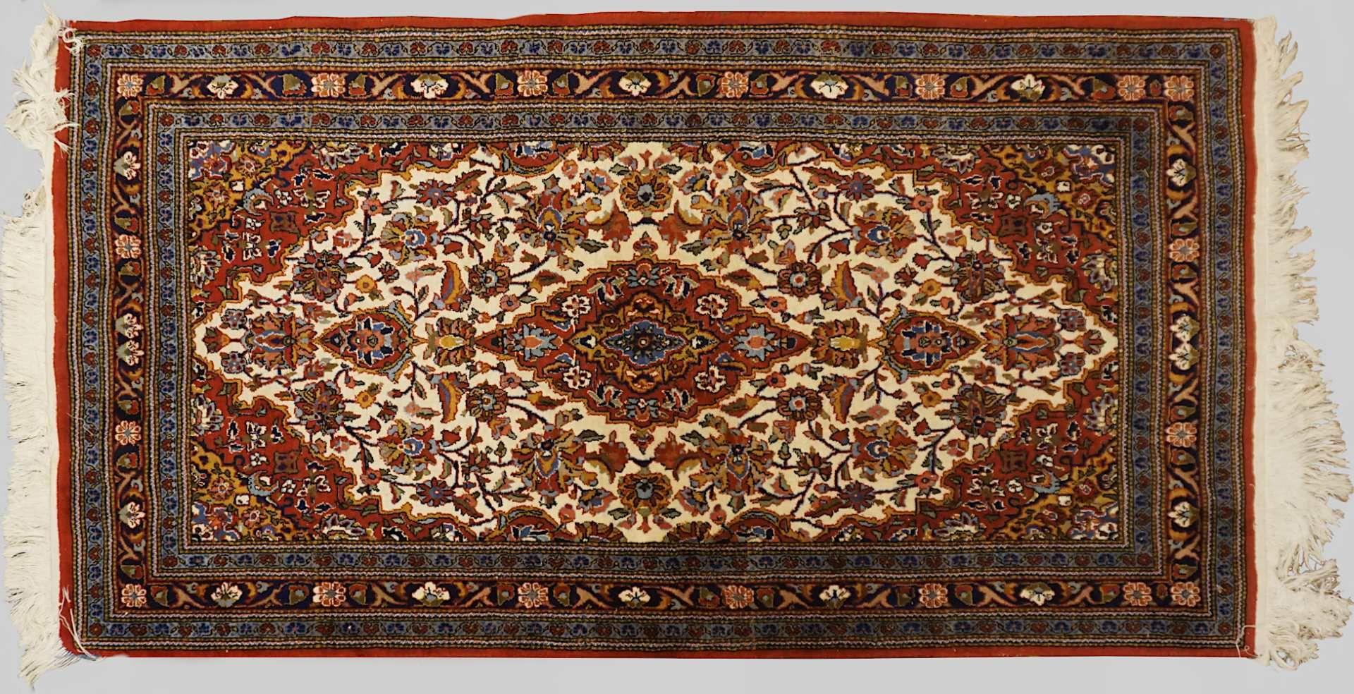 1 Konv. Orientteppiche/-brücken z.T. wohl ISFAHAN, Ägypten, 20. Jh. Mittelfeld beige