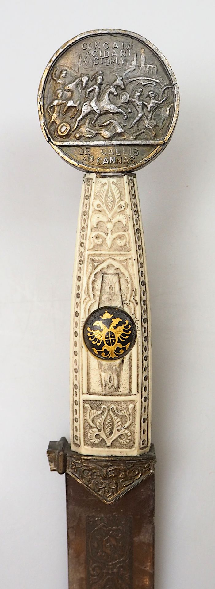 1 Bajonette wohl Anfang 20. Jh. mit Holzgriff L ca. 51,5cm sowie 1 Konv. Waffenreplike - Bild 3 aus 7