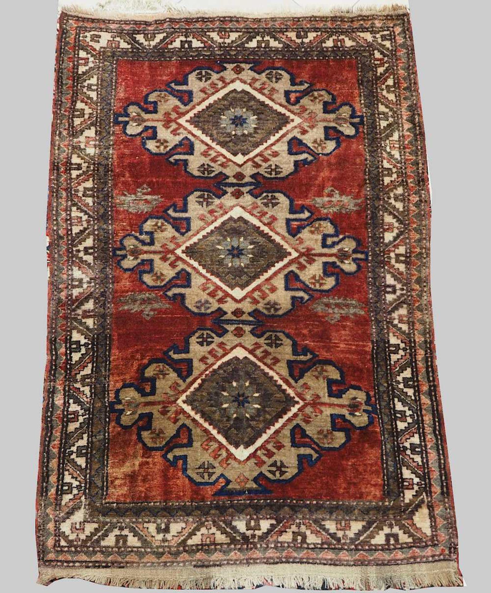 1 Konv. Teppiche 20. Jh.: Mittelfeld beigegrundig, Randbordüre rotgrundig, je florale - Bild 6 aus 7