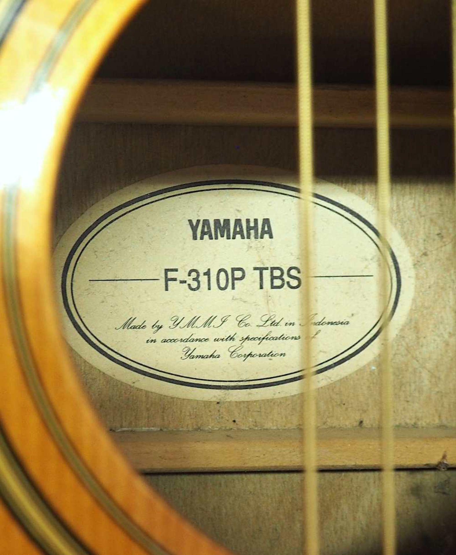 "1 Westerngitarre YAMAHA Modell: ""F-310P TBS, YMMJ Co. Ldt.,"" Indonesien Holzkorpus mit - Bild 5 aus 6"
