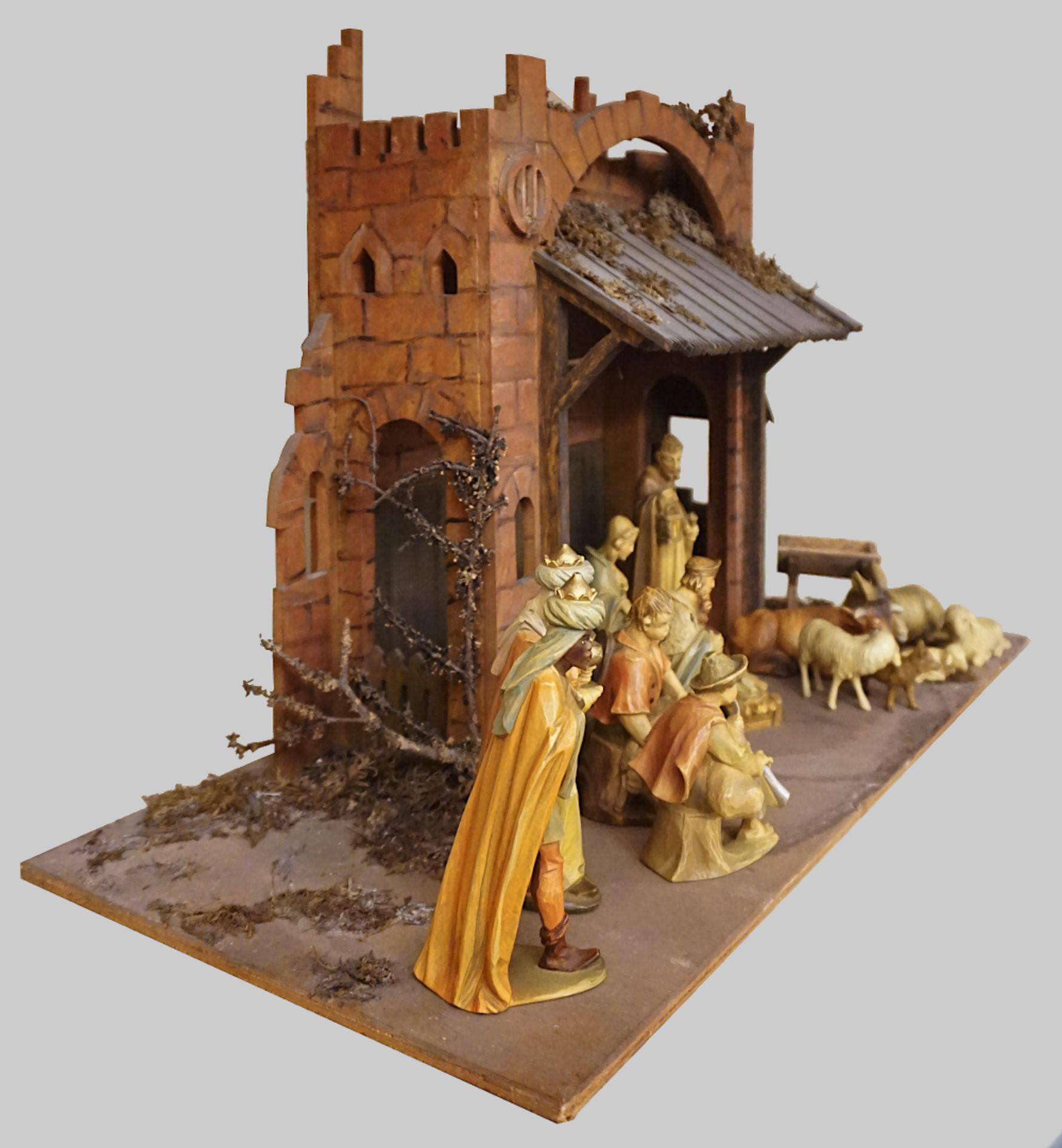 1 Krippe mit Figuren Holz, 20. Jh. z.T. gemarkt UNITAS farbig gefasst, Krippe H ca. 4 - Bild 2 aus 6