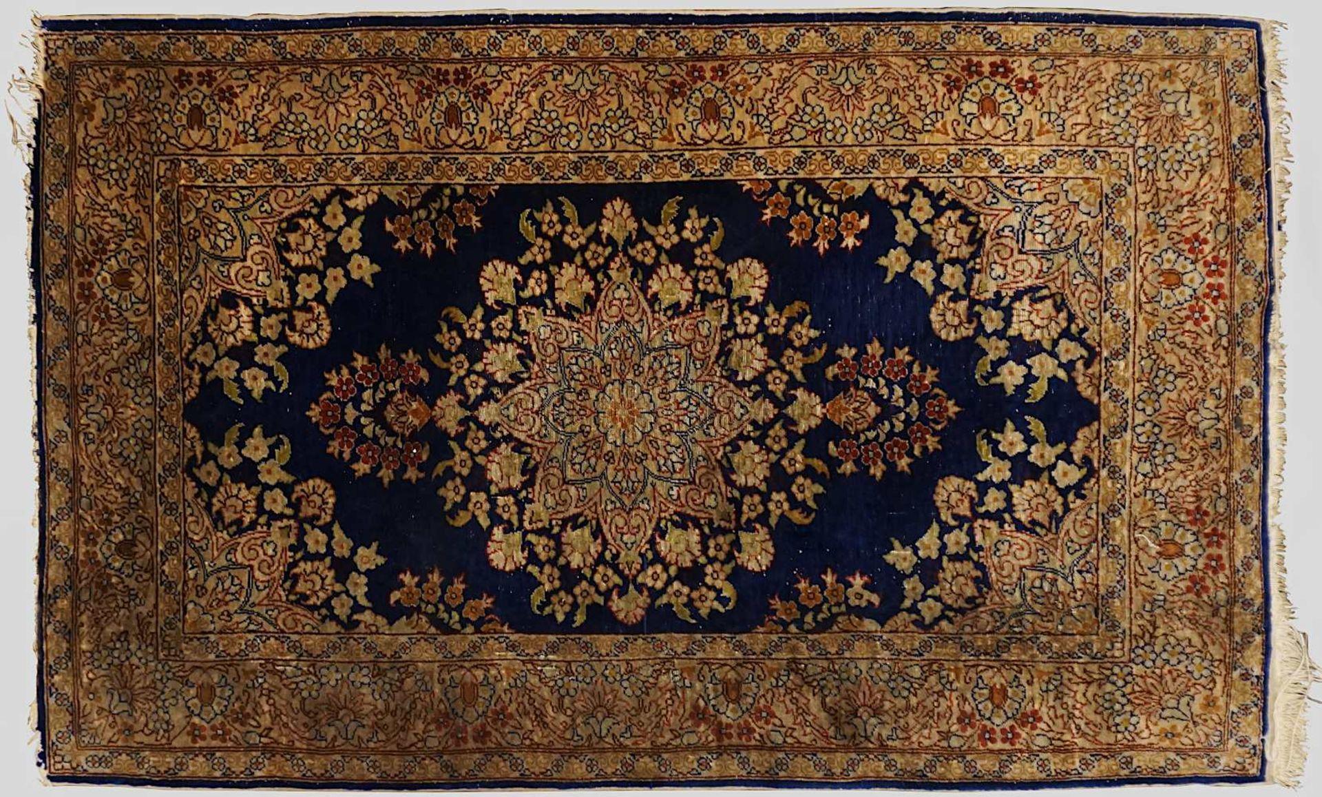 1 Konv. Orientteppiche/-brücken z.T. wohl ISFAHAN, Ägypten, 20. Jh. Mittelfeld beige - Bild 2 aus 3