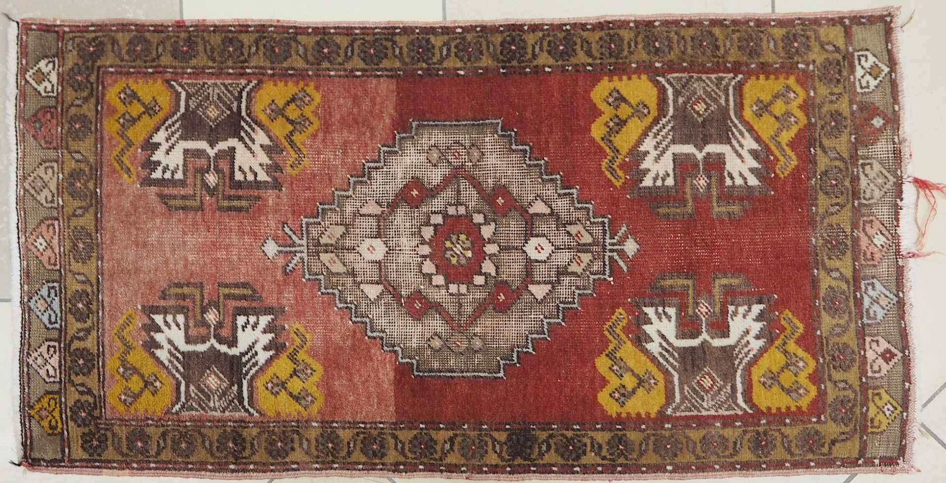1 Konv. Teppiche 20. Jh.: Mittelfeld beigegrundig, Randbordüre rotgrundig, je florale - Bild 5 aus 7