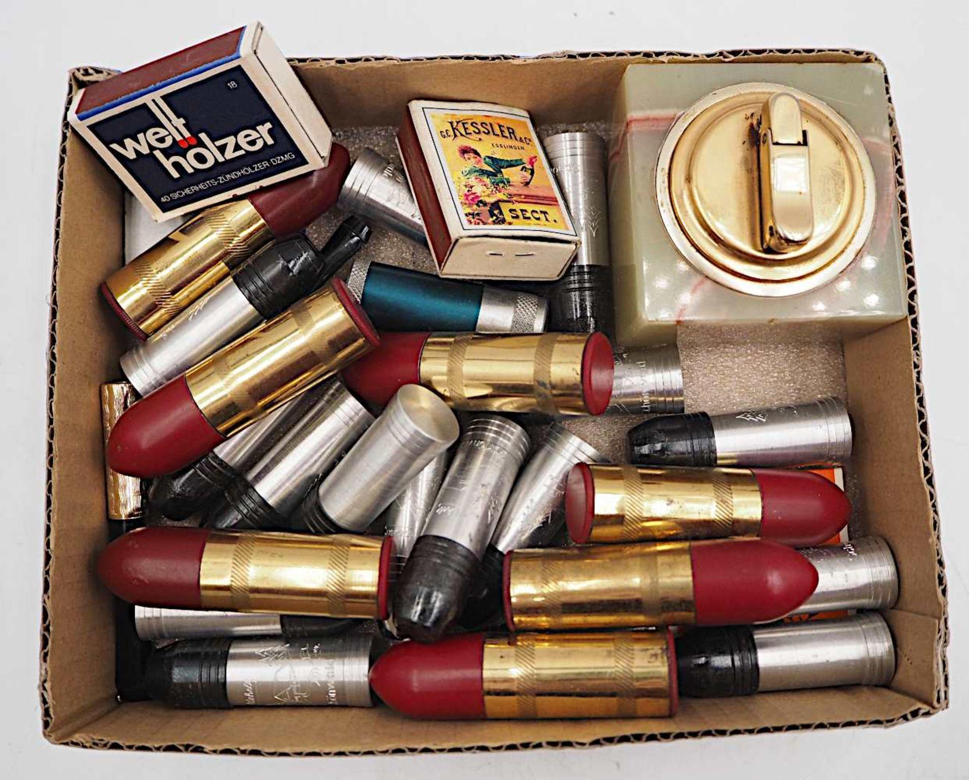 1 Konv. Zinnobjekte nztl., versch. Marken: Tabakspfeifen u.a. sowie 1 Konv. Bezinfeuer - Bild 2 aus 2
