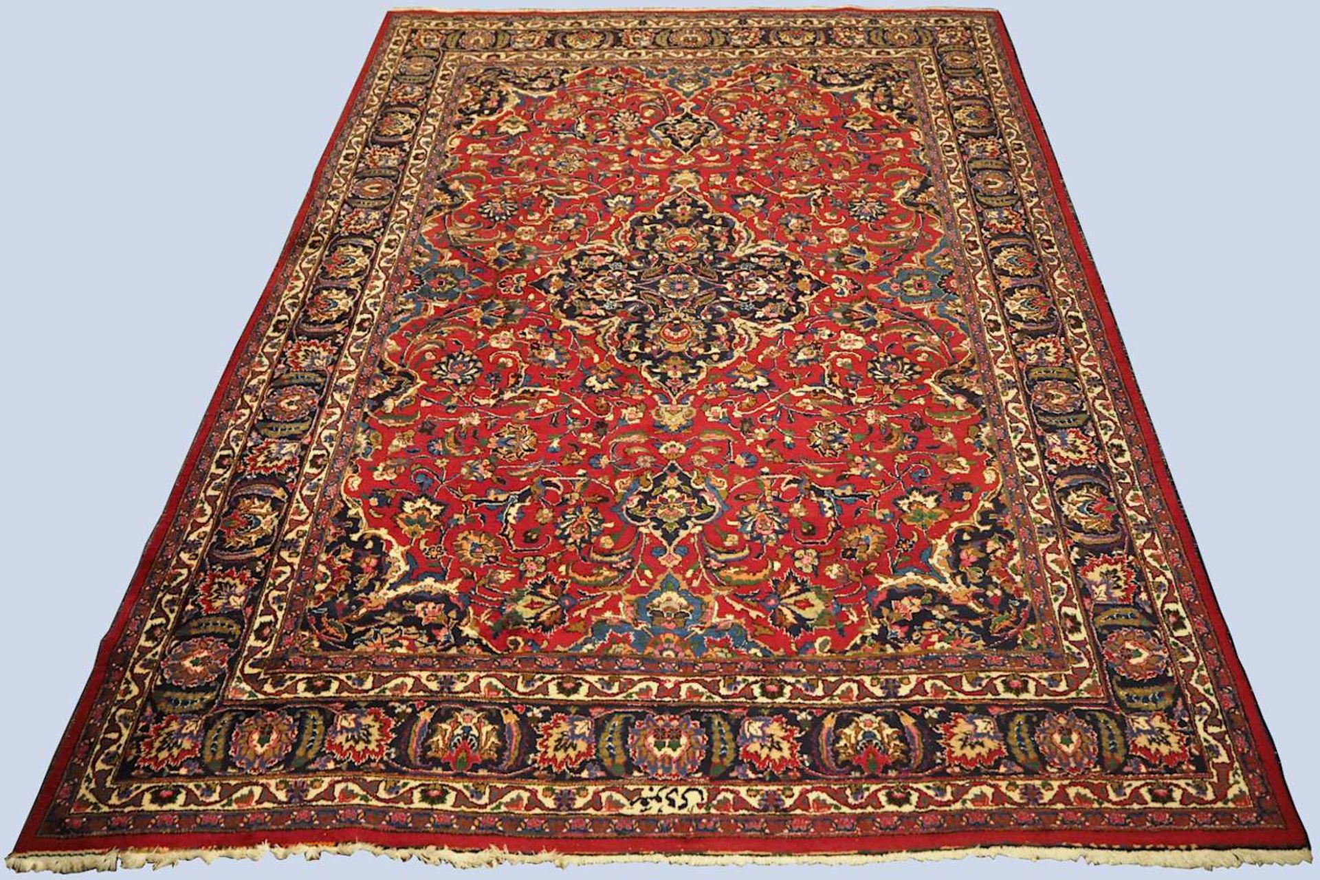 1 Orientteppich MESCHED, Iran, Wolle, 20. Jh. rotgrundig, mit blaugrundigem Mittelmeda
