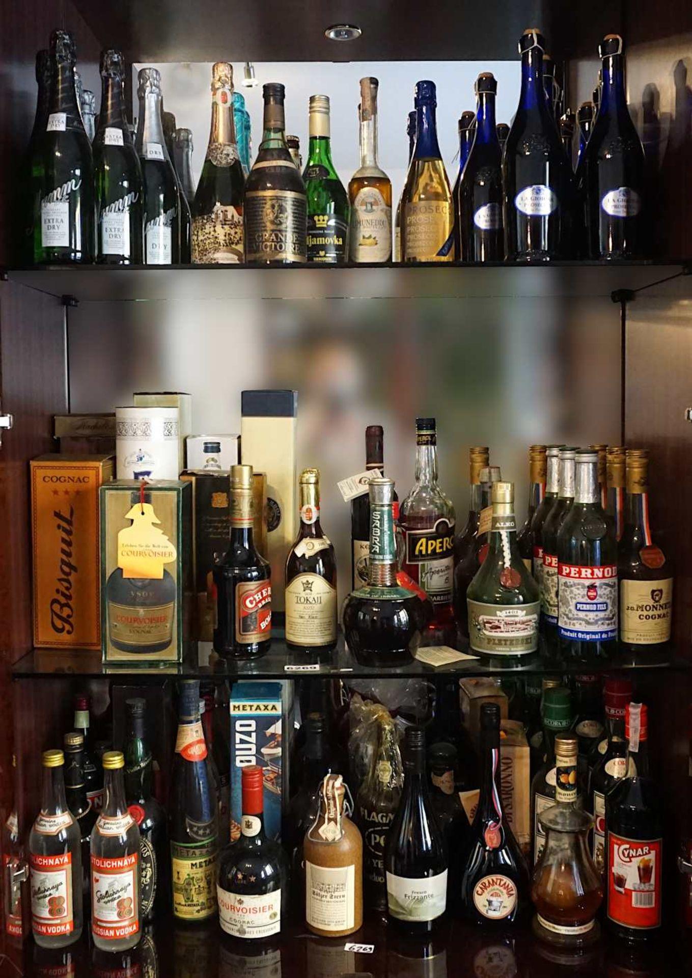 1 großes Konv. verschiedenster Spirituosen, z.T. mehrere Flaschen pro Marke (insgesamt wohl meh