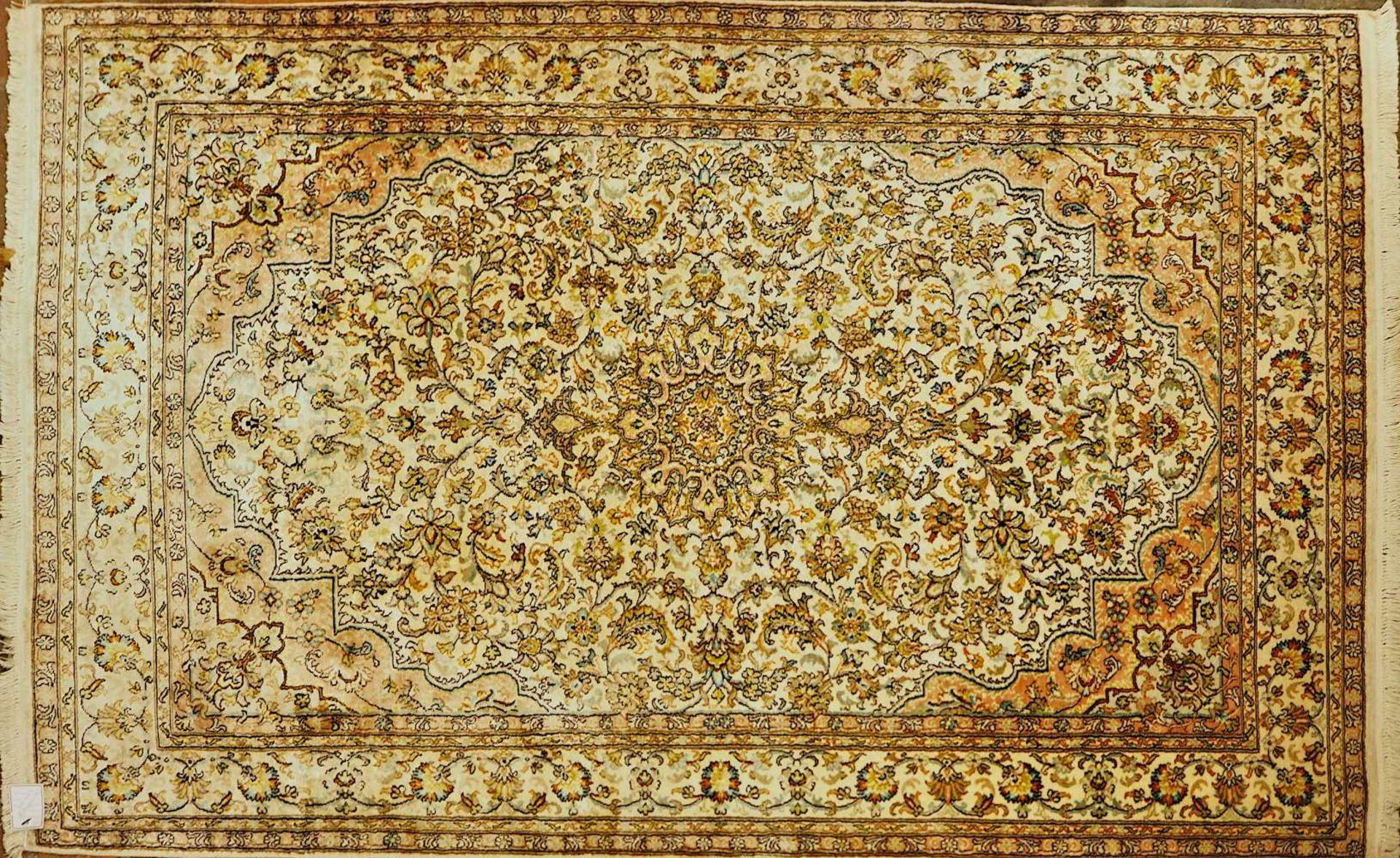 1 Orientgalerie Iran in Rosé-Tönen, 20. Jh. Mittelfeld mit Medaillonreihung und klei