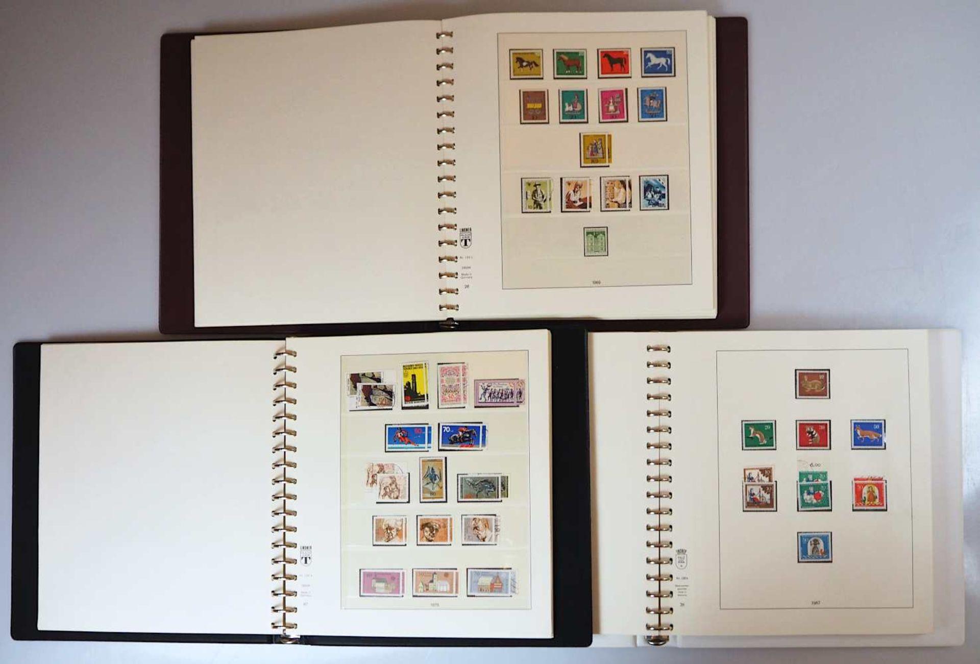 4 Briefmarkenalben z.T. SCHAUBEK, 20. Jh.: Berlin, BRD mit Posthornsatz gestempelt und - Bild 3 aus 3