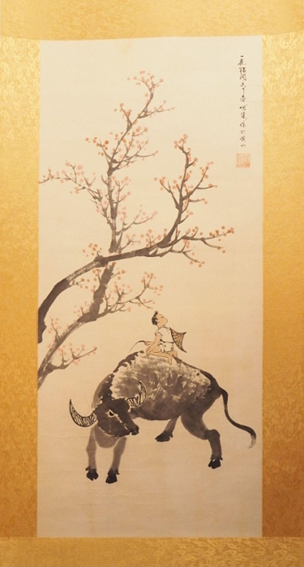 """1 Wandrolle """"Kind auf Stier unter blühendem Kirschbaum"""", China, lt. EL: LAN Like (woh"""