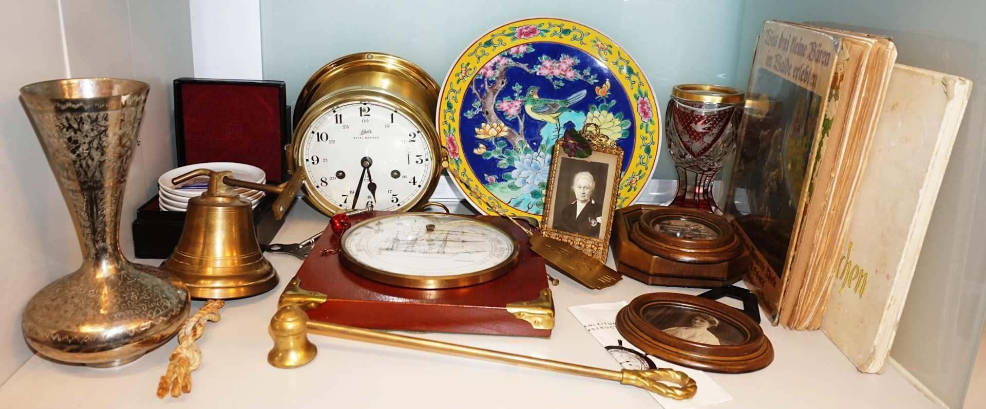 "1 Konv. Dekorationsobjekte u.a., z.T. Anfang 20. Jh.: Glasen-Uhr SCHATZ ""Royal Marin"