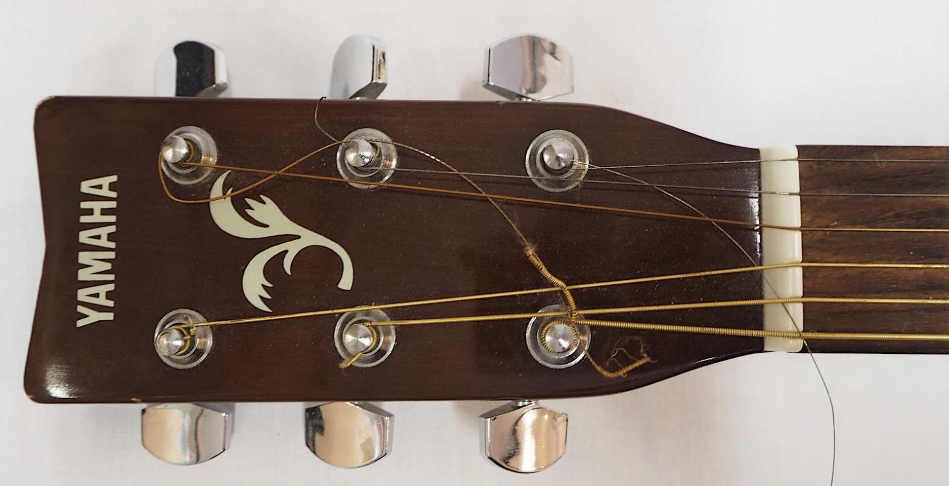 "1 Westerngitarre YAMAHA Modell: ""F-310P TBS, YMMJ Co. Ldt.,"" Indonesien Holzkorpus mit - Bild 3 aus 6"
