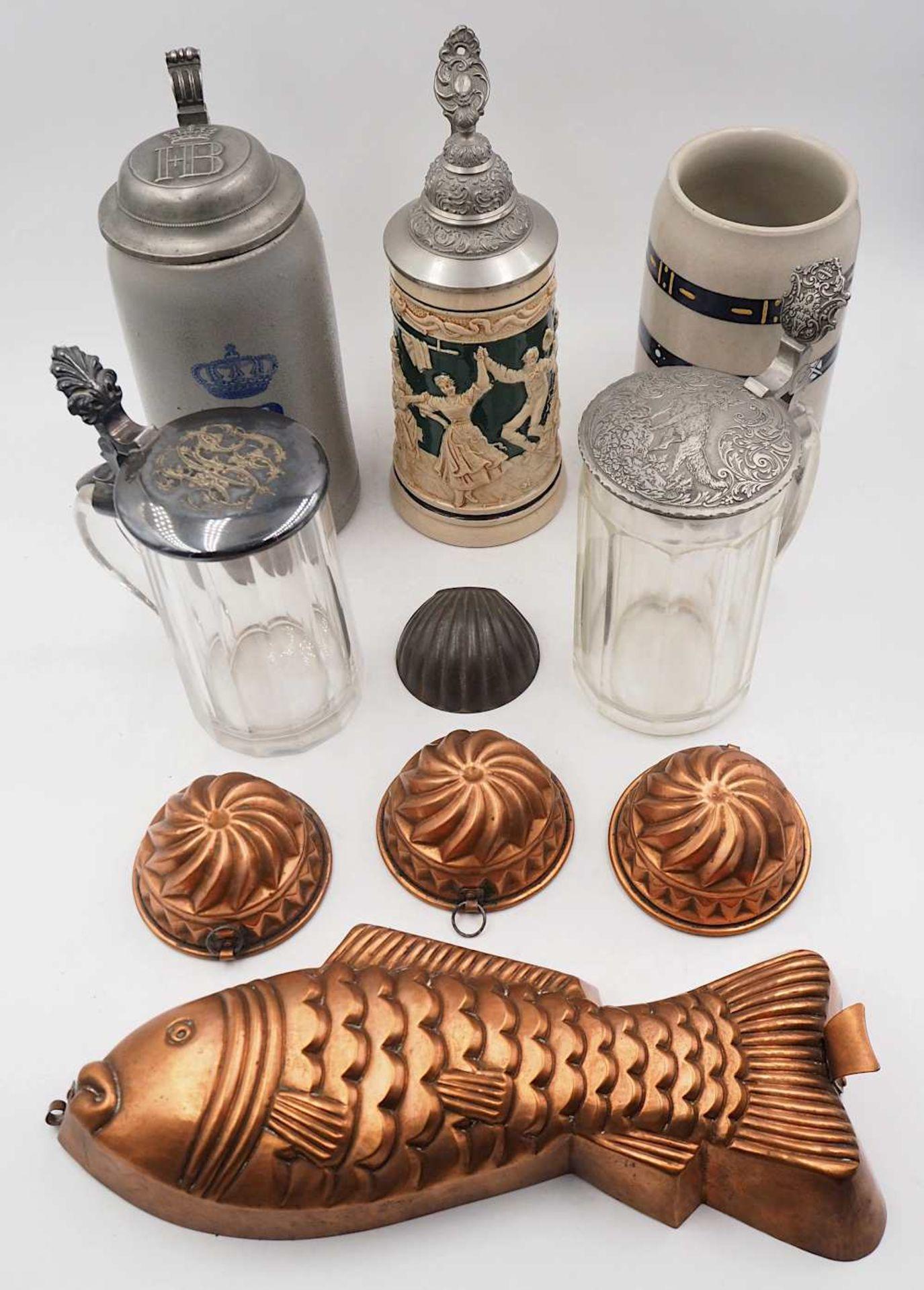 1 Konv. Bierkrüge, z.T. wohl Anfang 20. Jh. Steinzeug/Keramik/Glas, z.T. mit Zinndeck