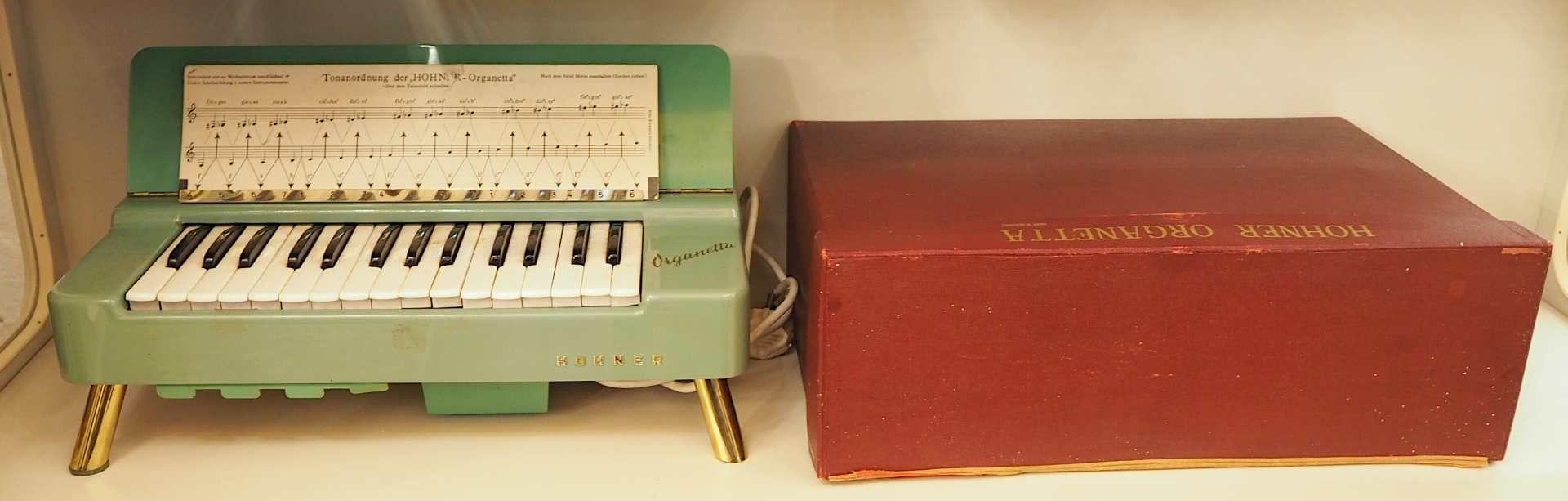 """1 Tischorgel HOHNER """"Organetta"""" wohl um 1958 Korpus lackierte Fichte, 29 Tasten, für - Bild 3 aus 3"""