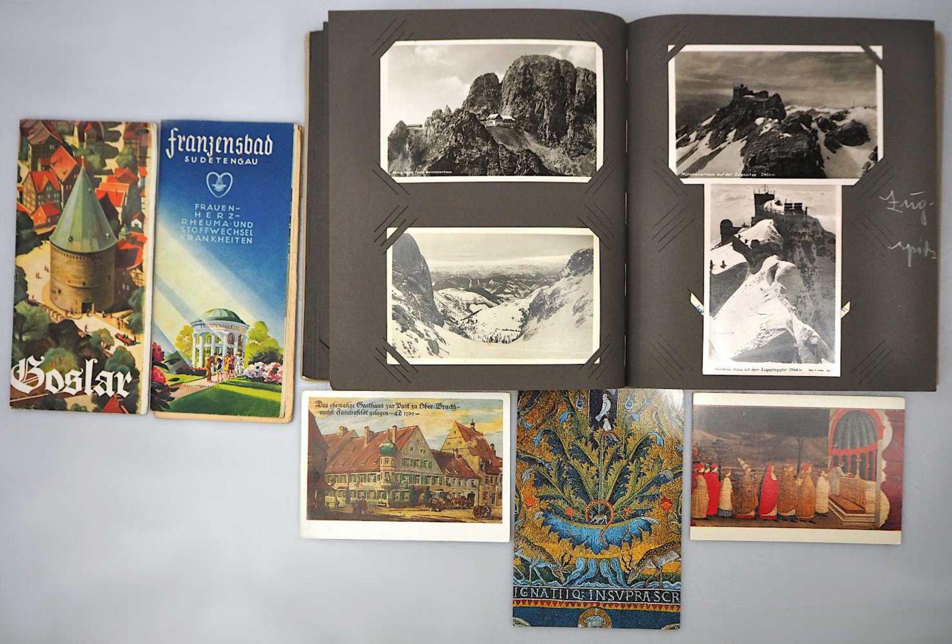 1 Konv. Postkarten/Fotografien in ca. 12 Alben, z.T. Anfang 20. Jh.: mit Personen-/Lan