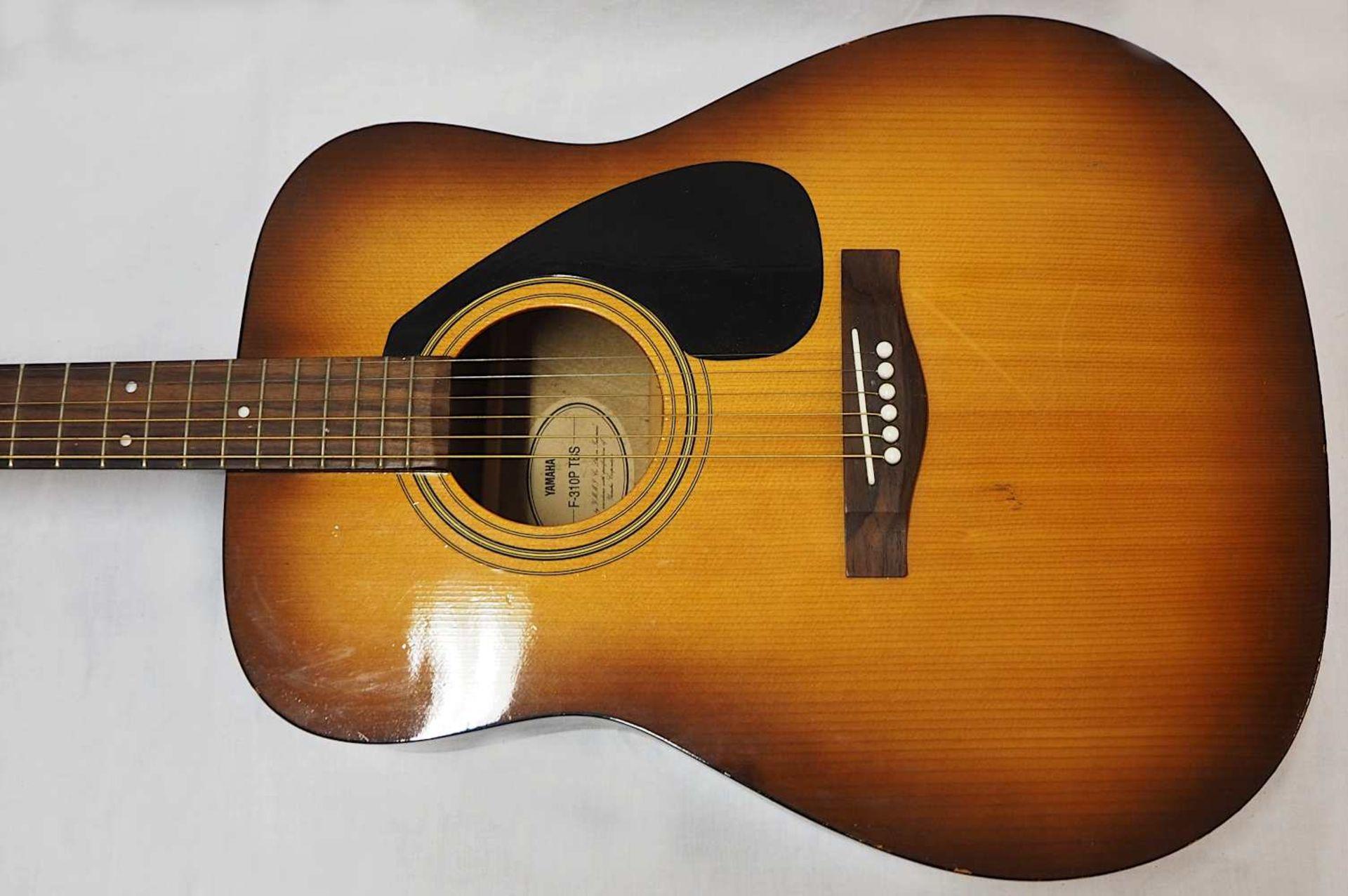 "1 Westerngitarre YAMAHA Modell: ""F-310P TBS, YMMJ Co. Ldt.,"" Indonesien Holzkorpus mit - Bild 4 aus 6"