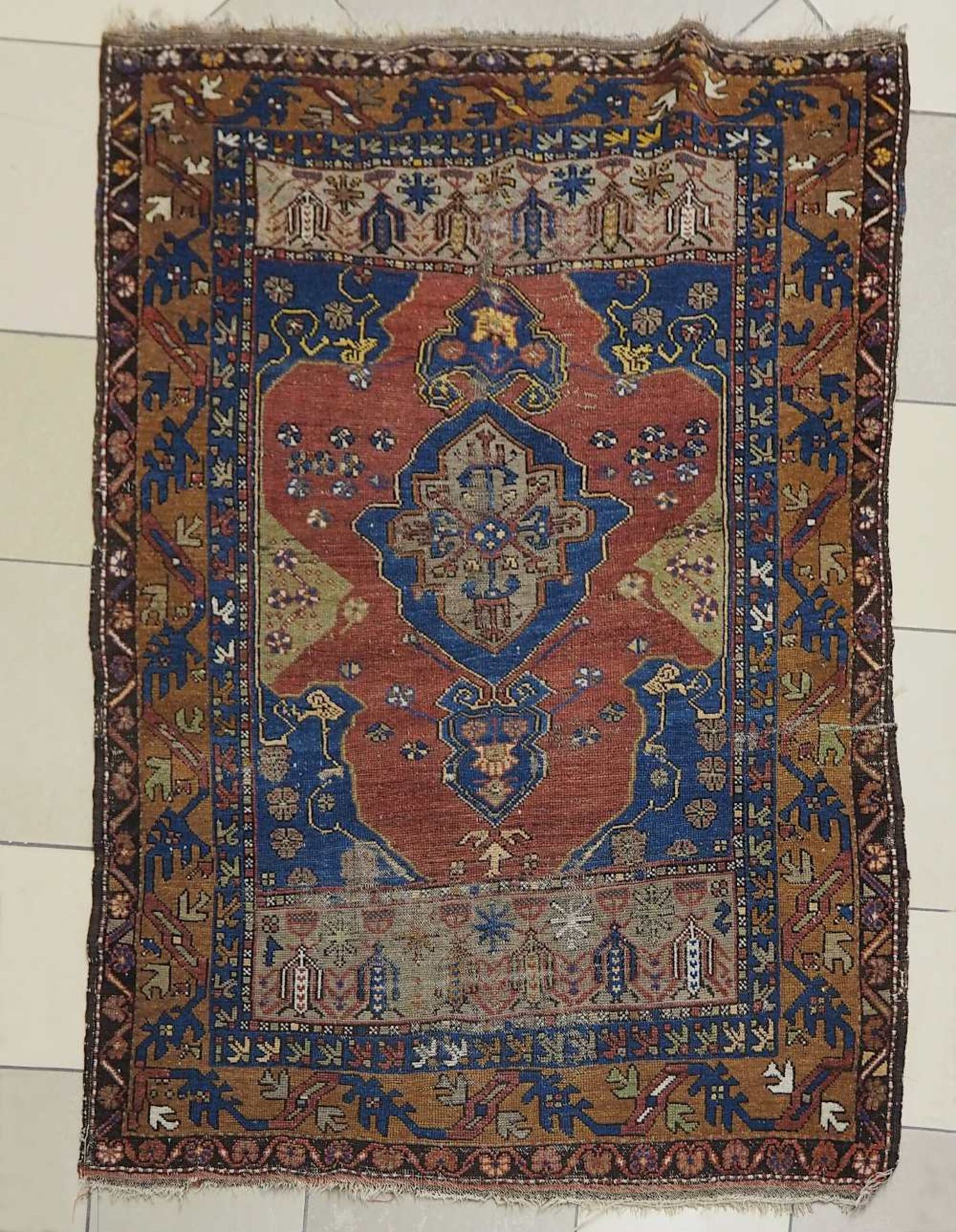 1 Konv. Teppiche 20. Jh.: Mittelfeld beigegrundig, Randbordüre rotgrundig, je florale - Bild 4 aus 7