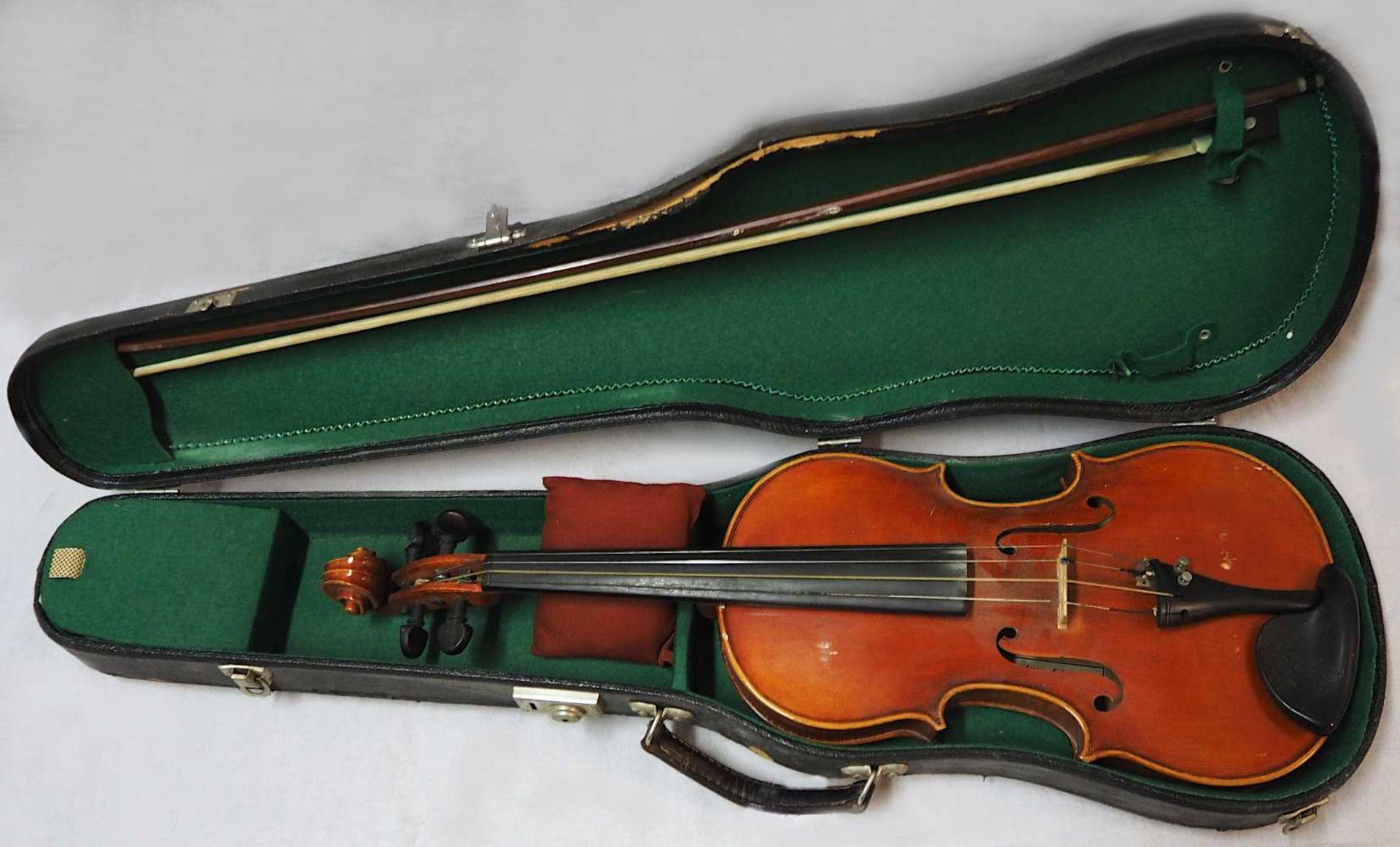 1 Geige 20.Jh. auf Klebezettel bezeichnet MAX SANDNER, Erlangen L ca. 61cm, min. Lacks