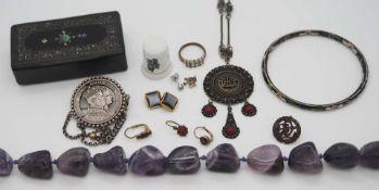 1 Konv. Schmuck/ Armbanduhren Mode u.a. in der Holzschatulle