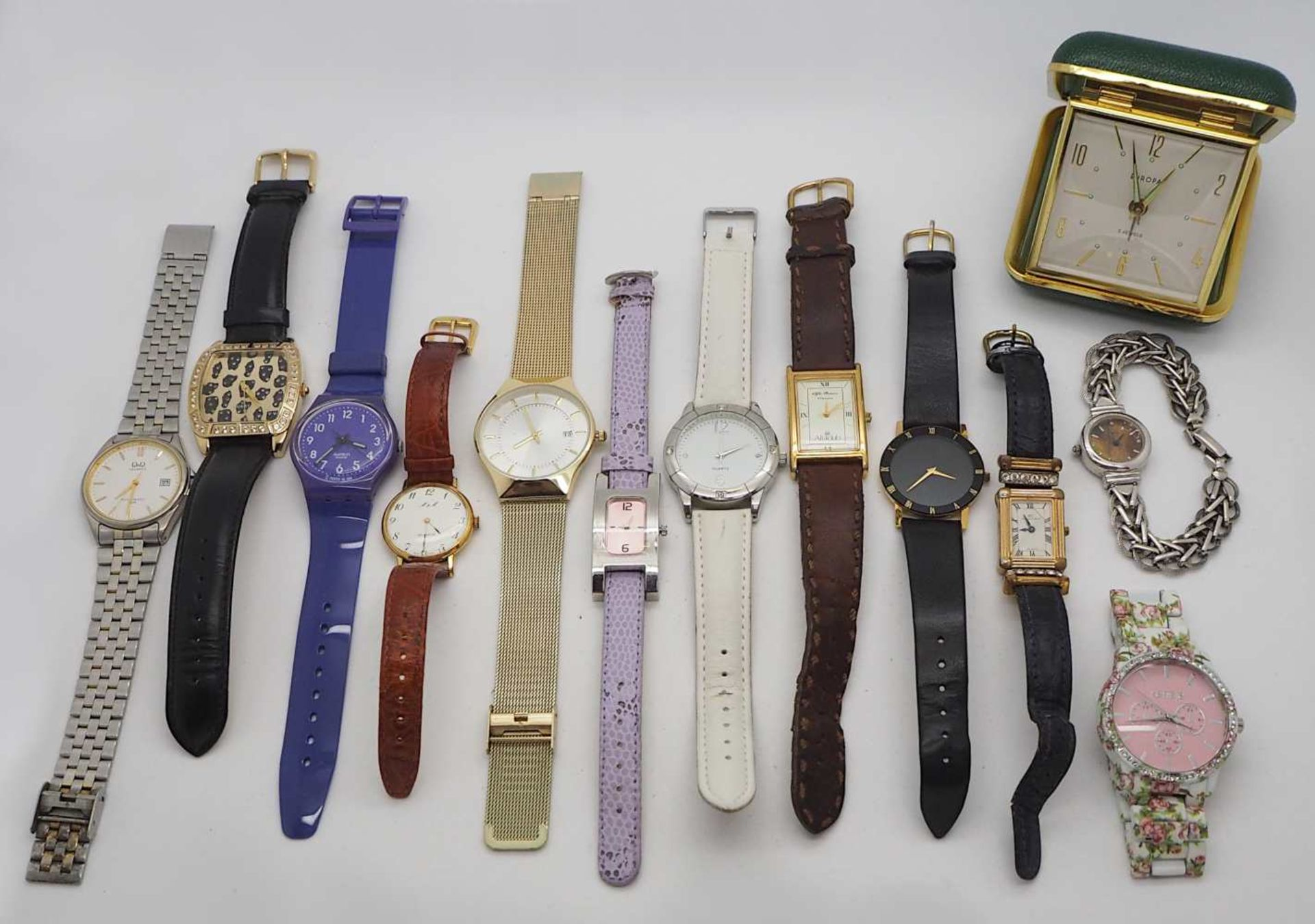 1 Konv. Armbanduhren Metall z.T. verg. Kunststoff u.a. Tsp./besch. im Karton