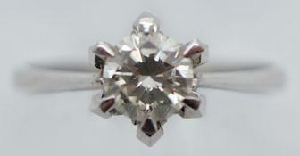 1 Damenring WG 18ct. Solitärbrill. ca. 0,7ct. (Durchmesser ca. 0,6cm, Höhe ca. 0,3-0,4cm)