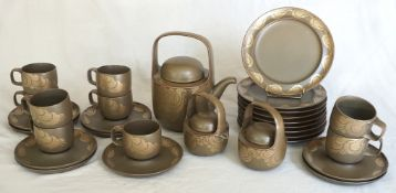 "1 Service ROSENTHAL studio-line Keramik mit brauner Glasur und goldener Welle ""Kaari"", Design: Timo"