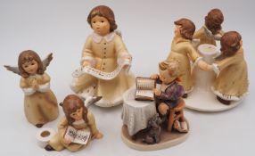 """1 Konv. Porzellanfiguren GOEBEL """"Weihnacht"""": Kerzenständer, Spieluhr, u.a."""