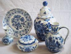 1 Konv. Keramik DELFT u.a. weißer Fond mit Blaumalerei