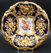 1 Prunkteller Porzellan MEISSEN Pfeifferzeit (wohl 1924-1933), Spiegel bemalt mit Blumenbouquet,