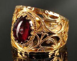 Ring, durchbrochen, violetter Cabochon Schmuckstein, Italien (AR= Arezzo), 585/14K Gelbgold, 5,