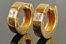 Exklusives Paar Diamant-Creolen, 585/14K Gelbgold, Gesamtgewicht 7,68g, mit je einem Diamanten im