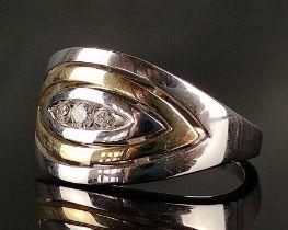 Ring, breite Schauseite mit 3 kleinen Brillanten, 585/14K Weißgold/Gelbgold, 7g, Größe 55Ring,