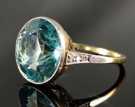 Ring, großer hellblauer runder Schmuckstein, 585/14K Gelbgold und Weißgold, 5,30g Gesamtgewicht,
