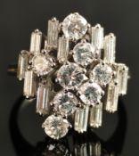 Exklusiver Brillant-Ring, mit 20 Brillanten, 8 Brillanten Feinschliff, zusammen 1,03ct, und 12 Bagu
