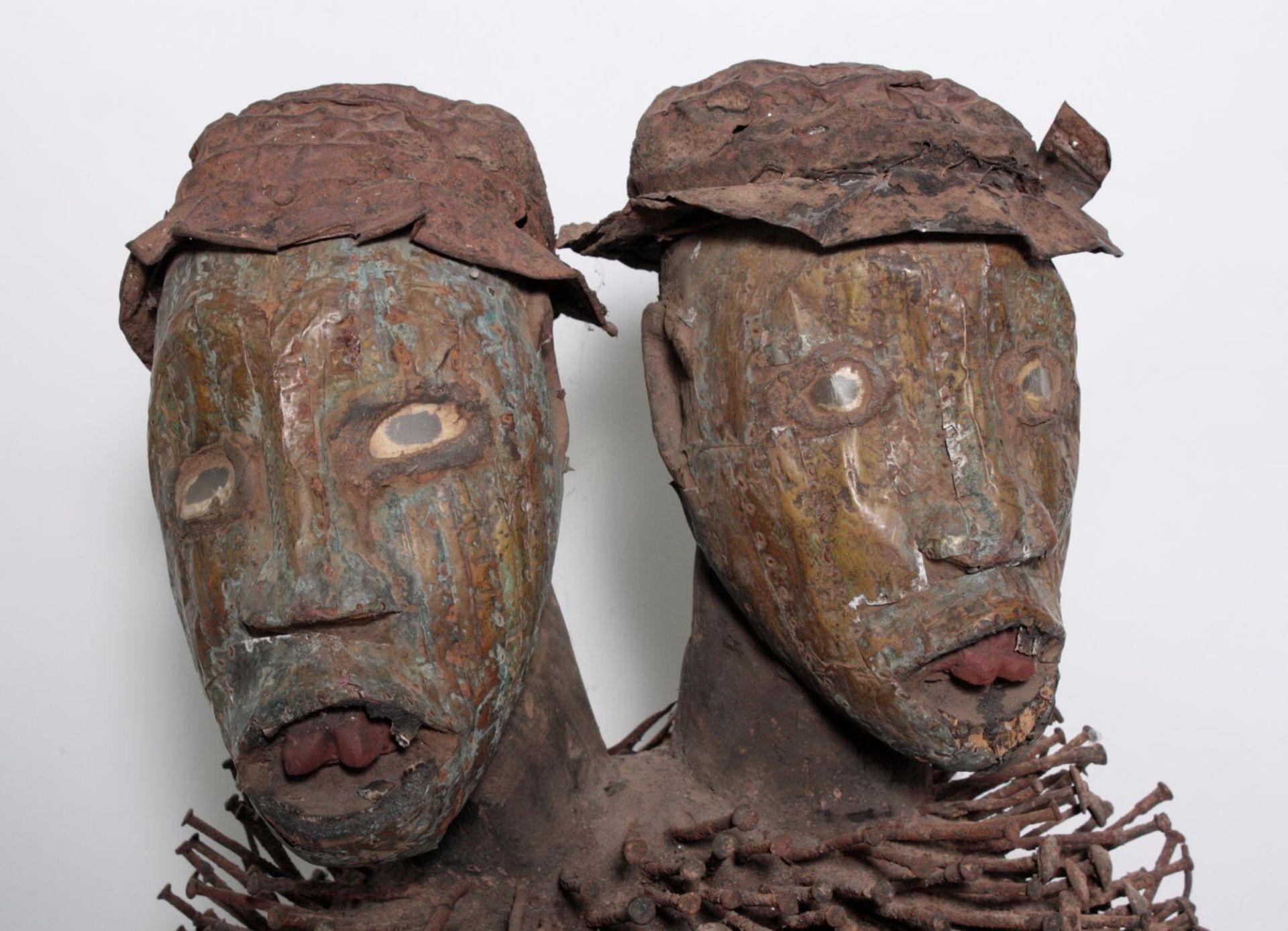 Doppelkopf-Nagelfetisch-Ritual Figur. Kongo-Yombe, Nkisi Nkondi, 1. Hälfte 20. Jh. - Bild 5 aus 9