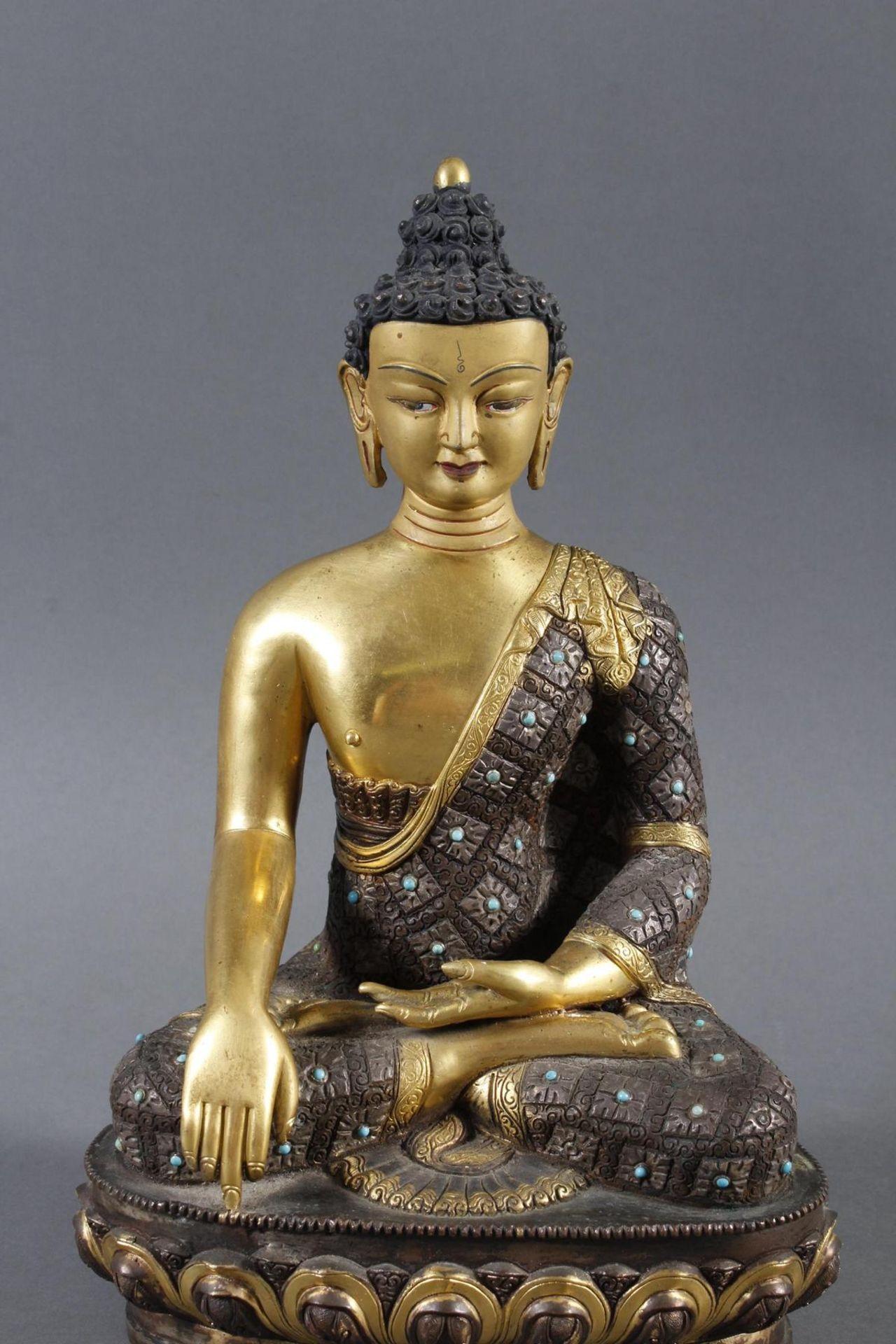 Bronze des Buddha Shakyamuni in der Erdberührungsgeste auf Lotospodest - Bild 5 aus 10