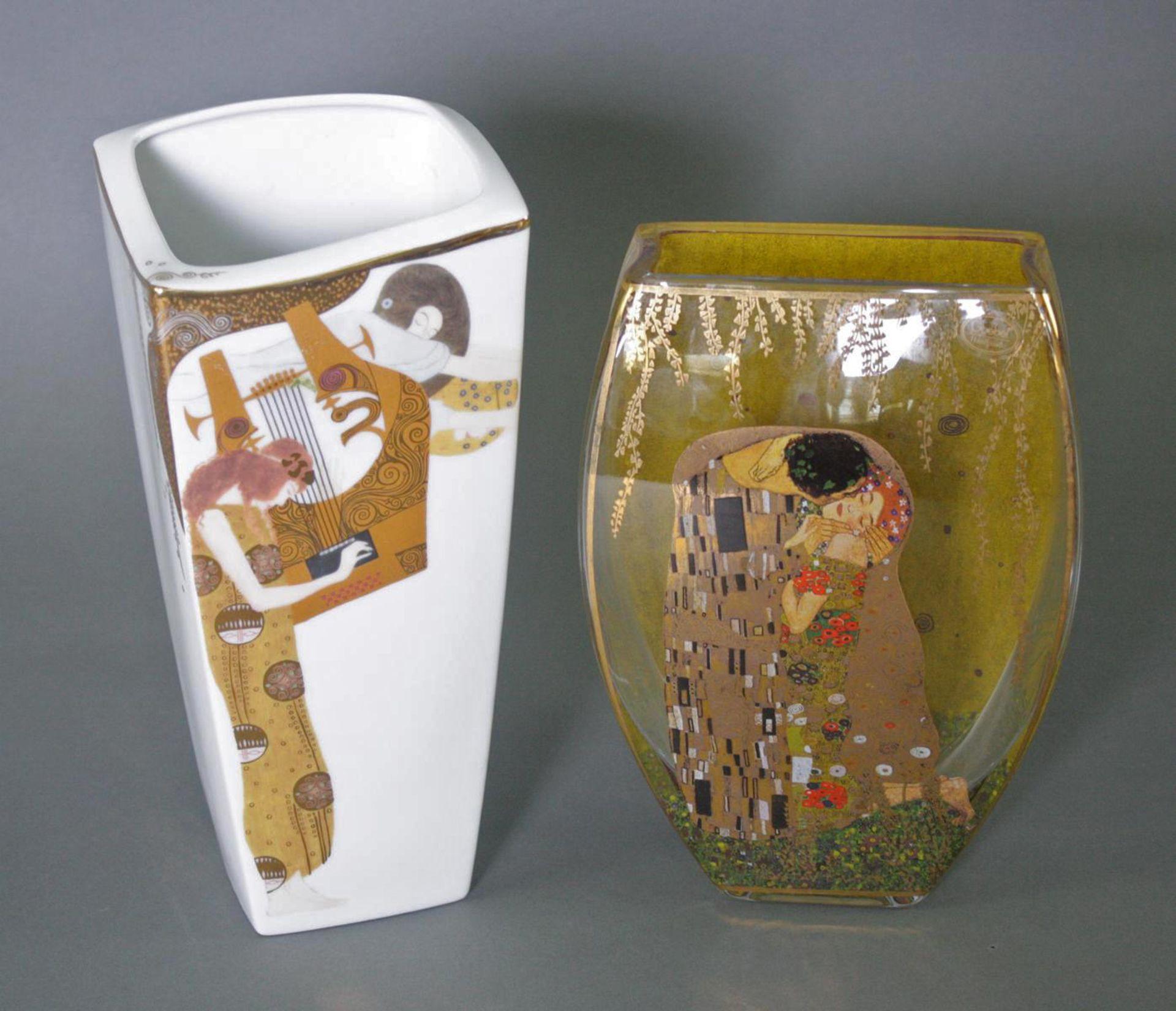 Zwei Goebel Artis Orbis Gustav Klimt Vasen. Porzellan und Glas