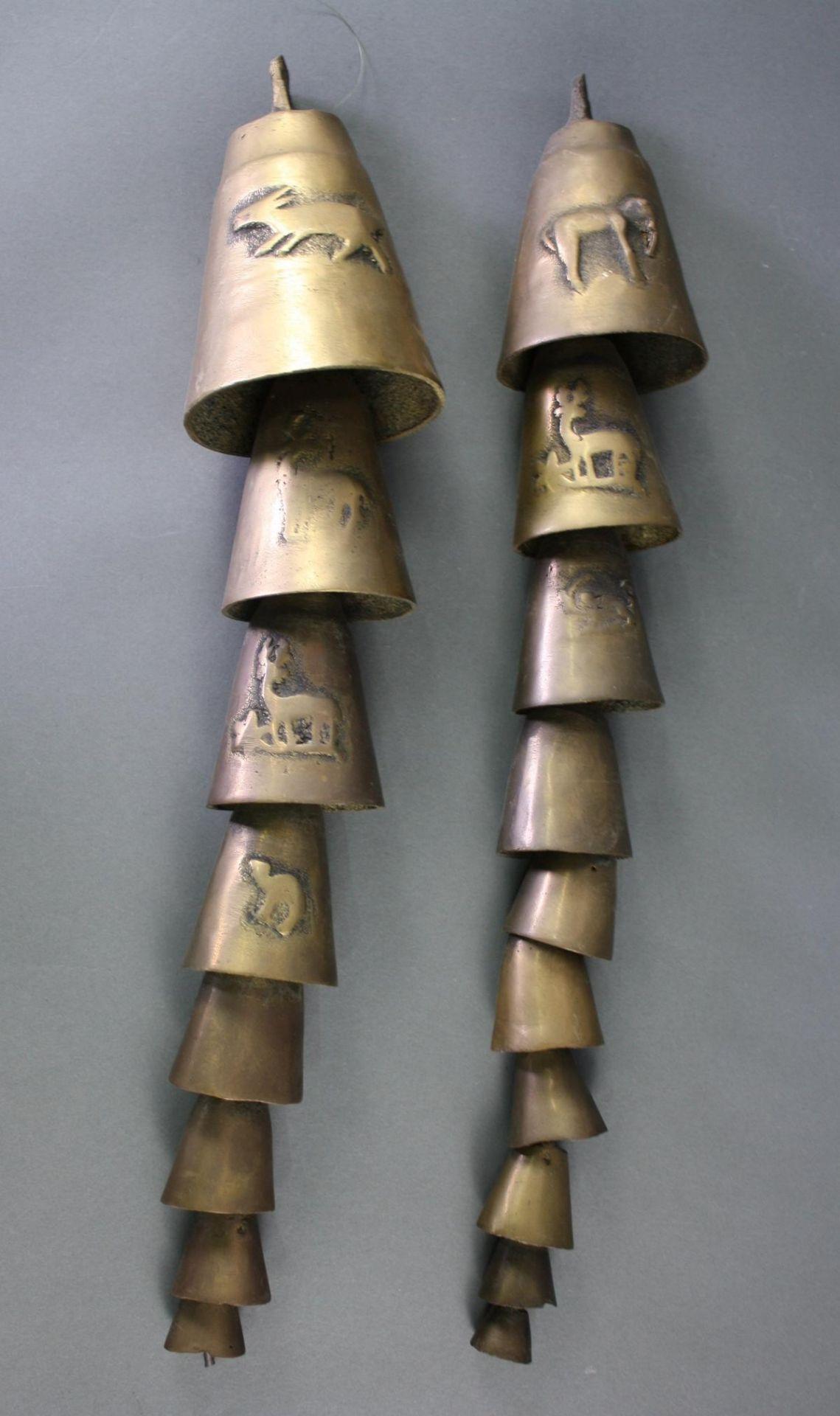 2 Glockenstränge mit 10 und 8 Glocken