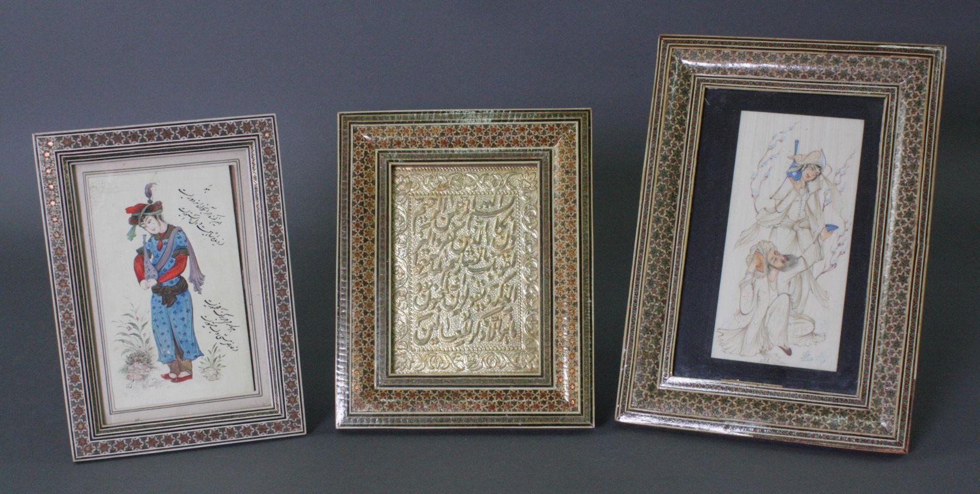 2 Miniaturbilder auf Beinplättchen, 1 Schrift-Relief, Persien, 20. Jahrhundert
