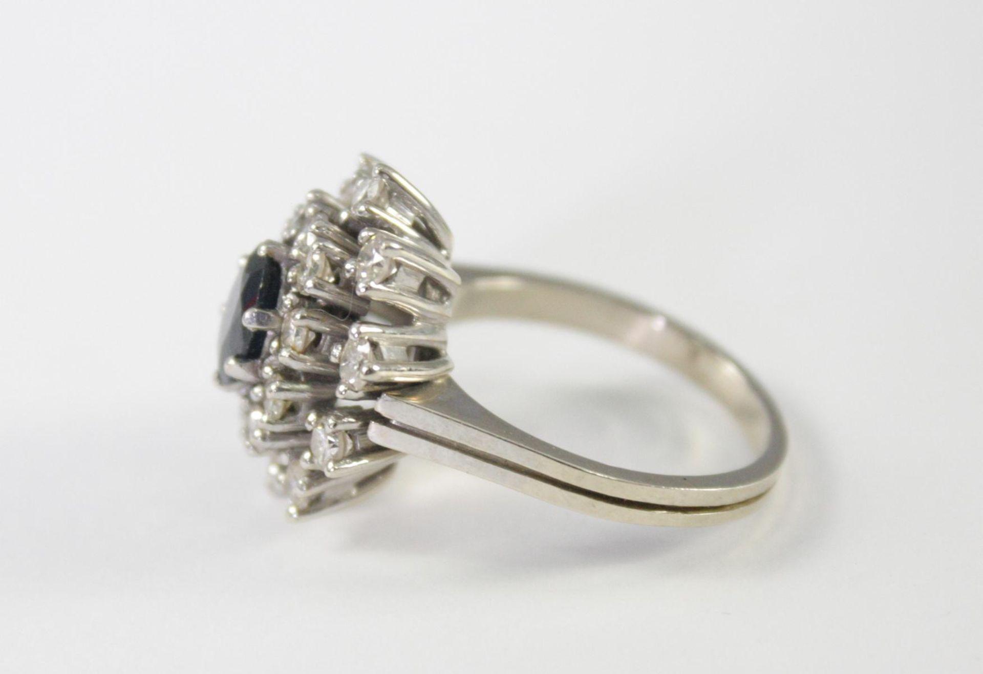Damenring mit Diamanten und Saphir, 14 Karat Weißgold - Bild 4 aus 4