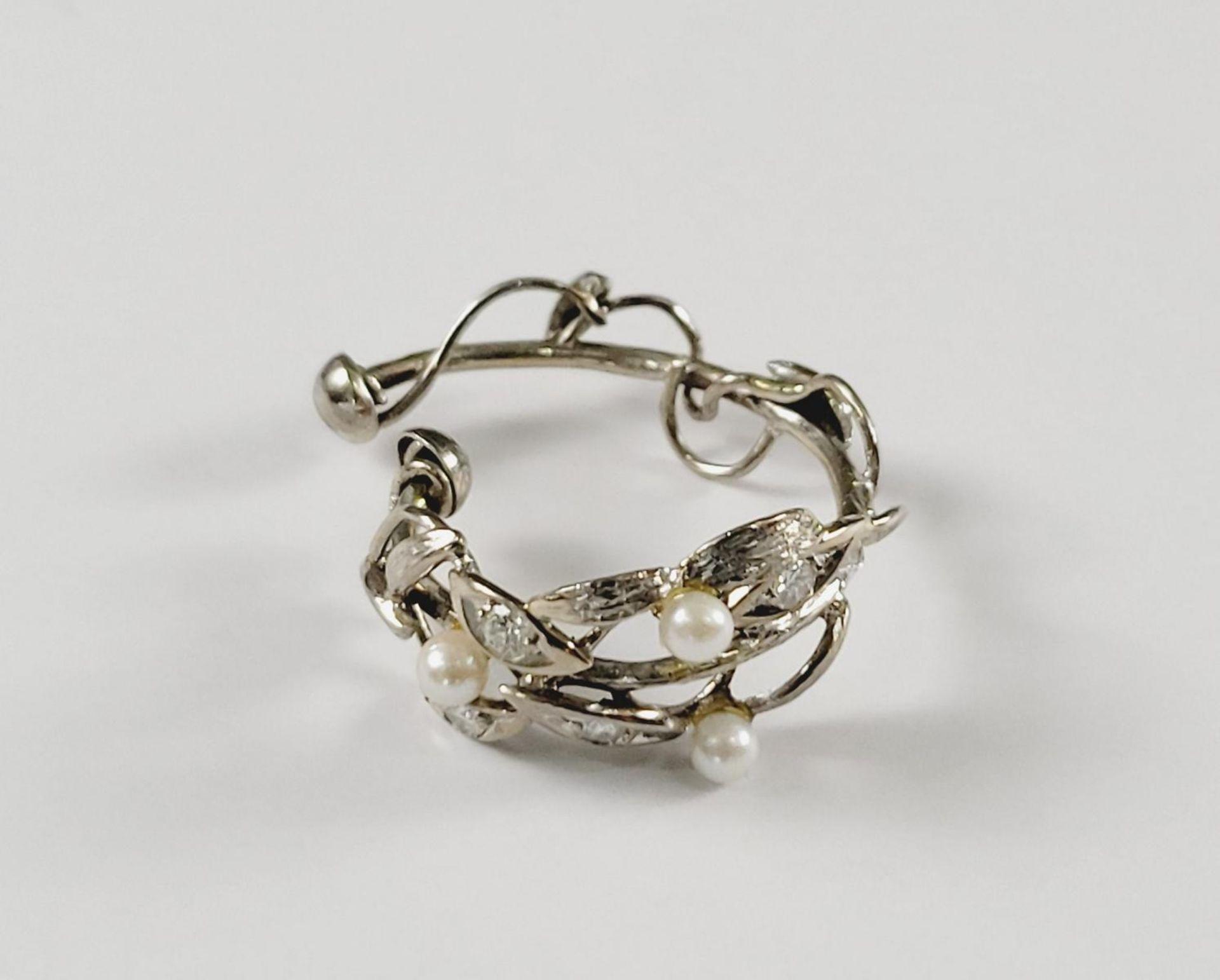 Tuchring mit Perlen und Diamanten, 18 Karat Weißgold