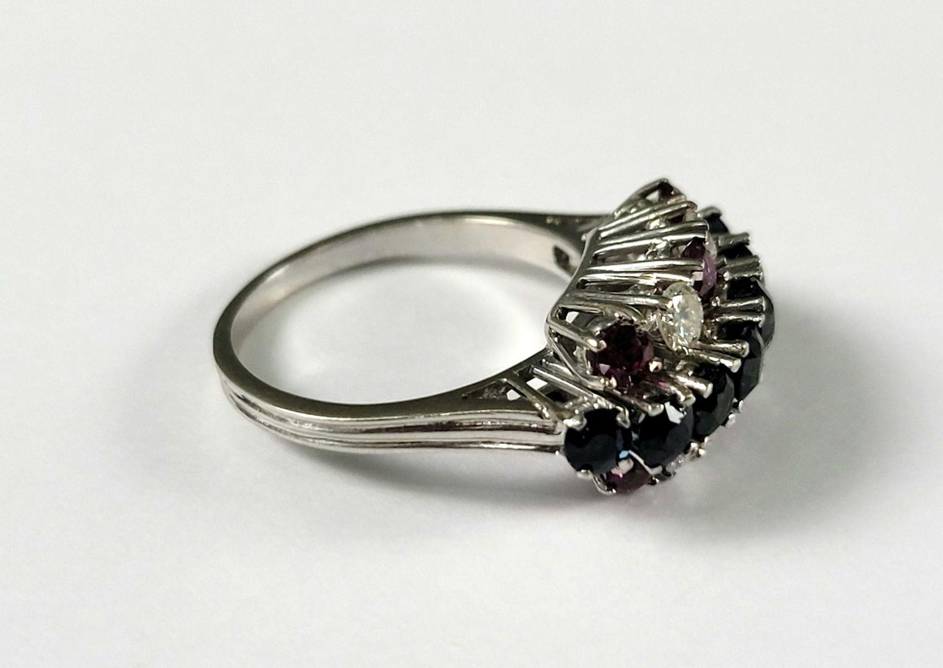 Damenring mit Saphiren, Diamanten und Rubinen, 18 Karat Weißgold - Bild 2 aus 4