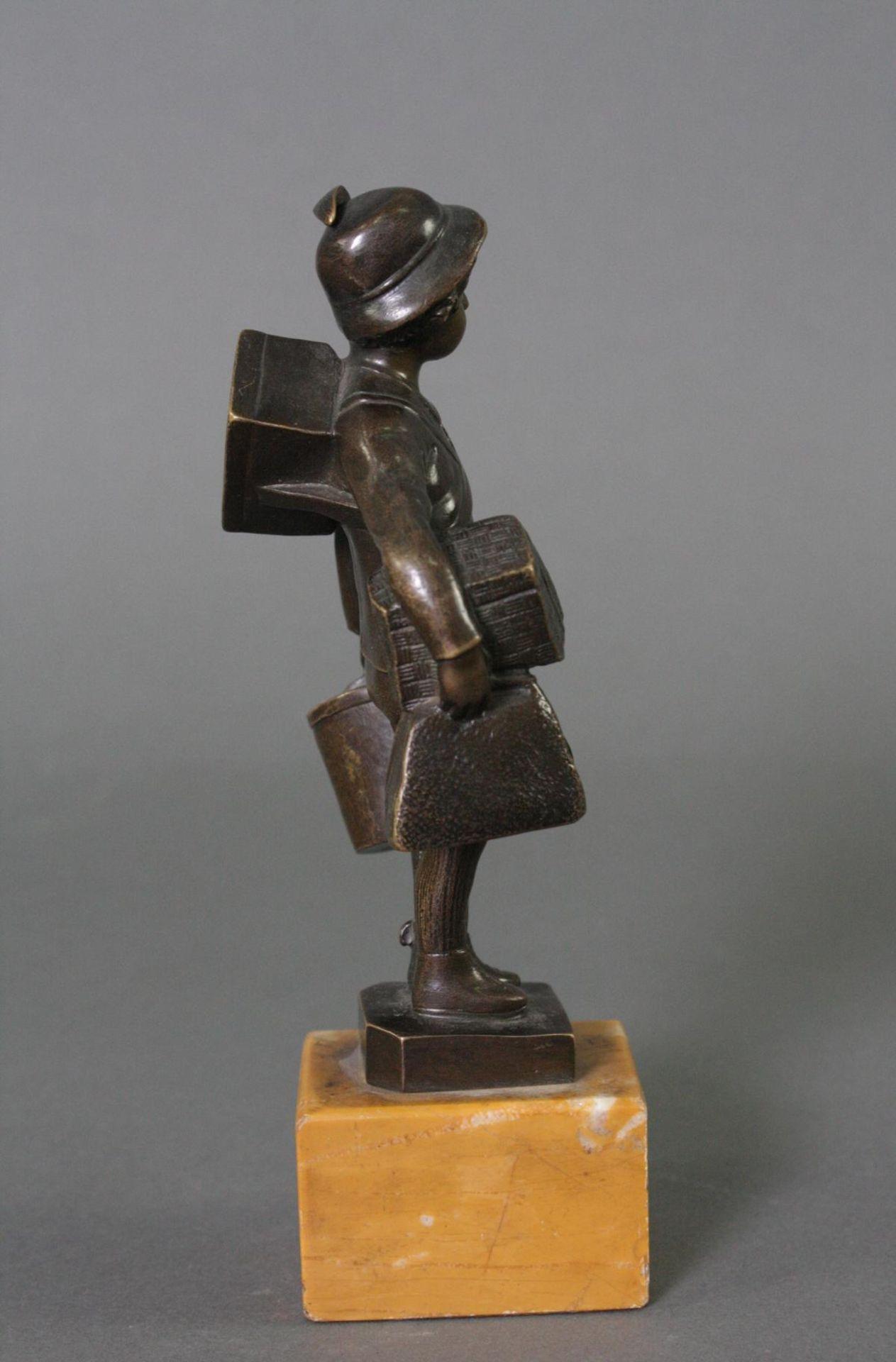 Bronzefigur, Auf Reisen - Bild 4 aus 5