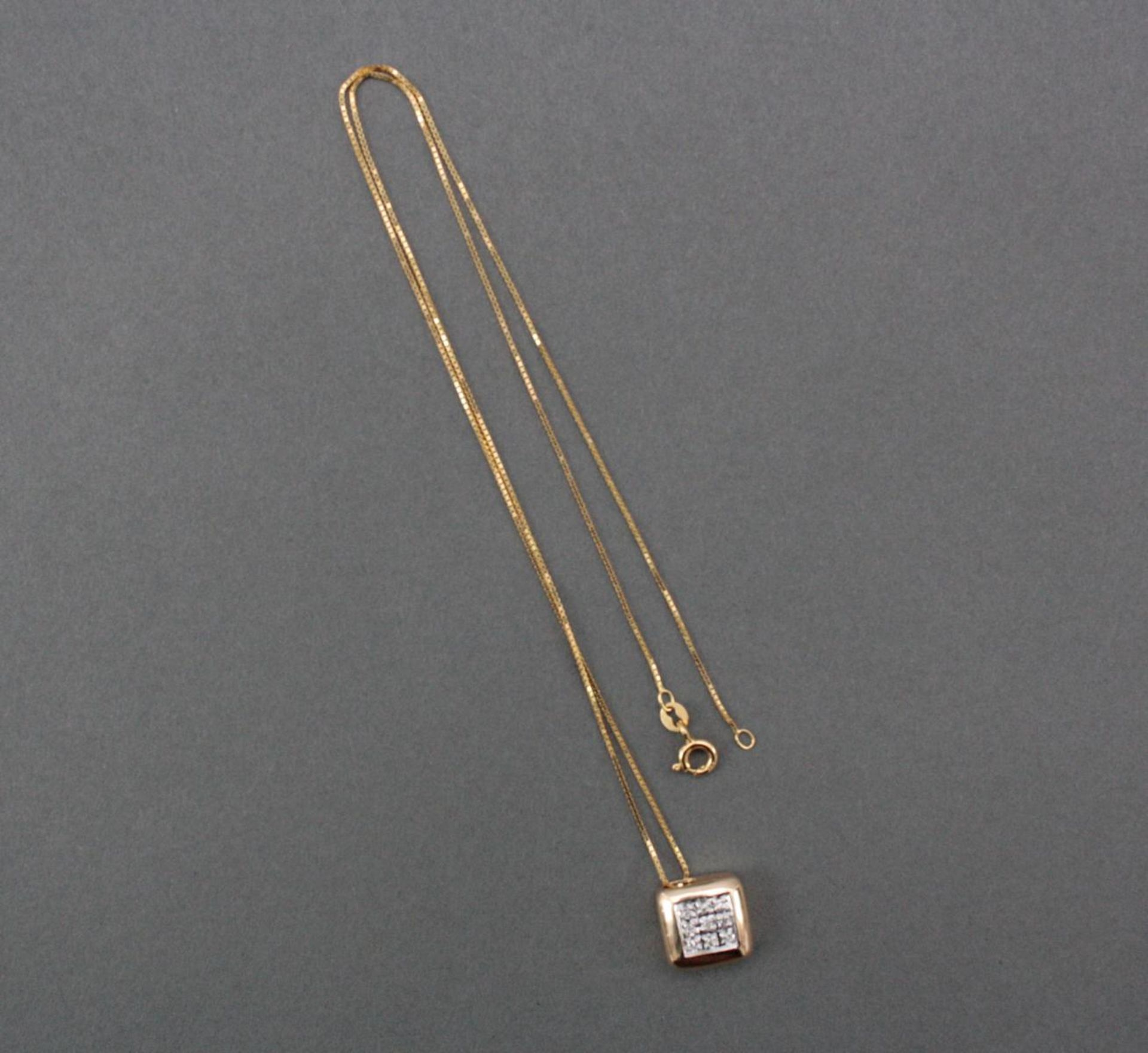Halskette mit Diamantanhänger, 14 Karat Gelbgold
