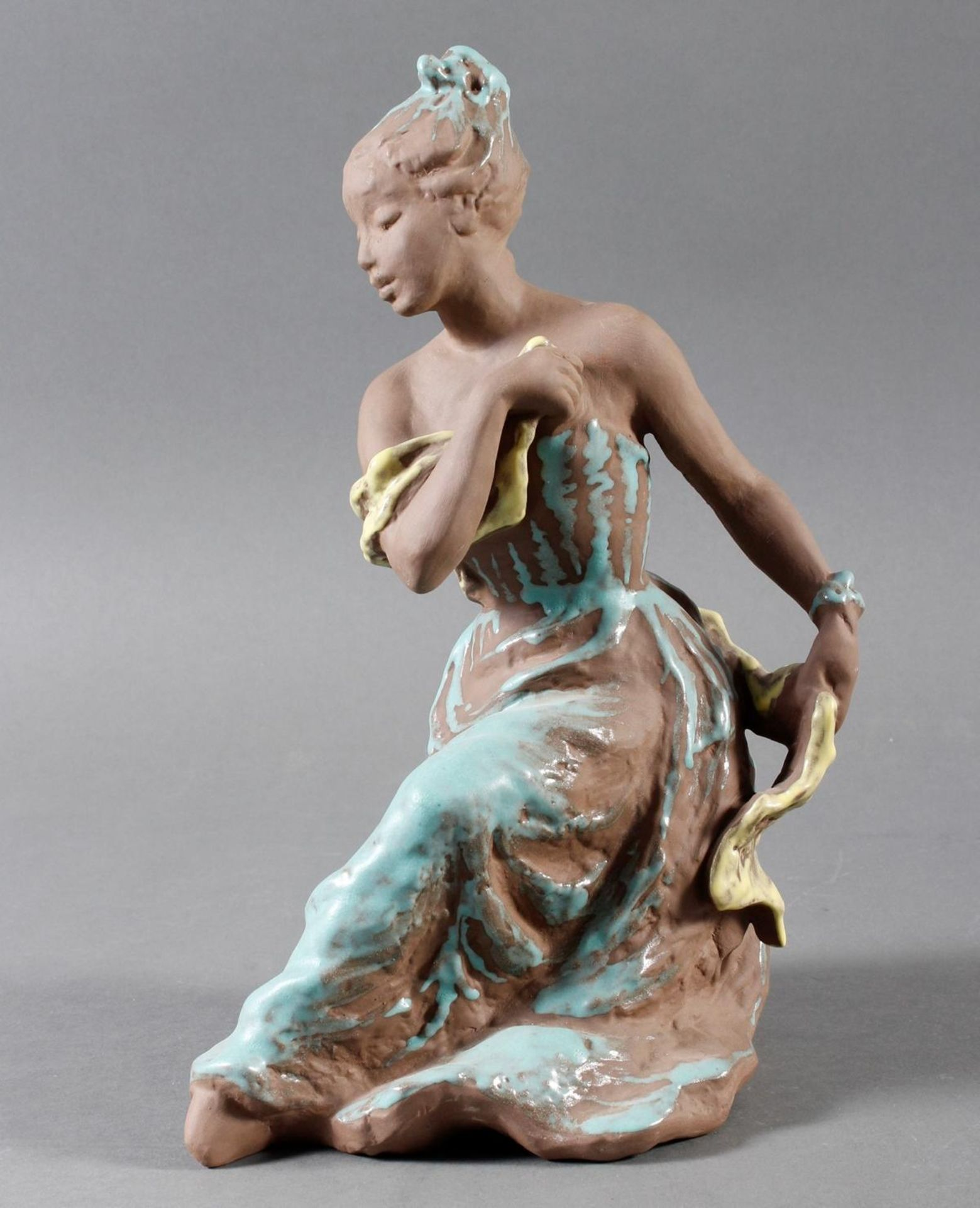 Karlsruher Majolika, Tanzendes Mädchen, No. 6396