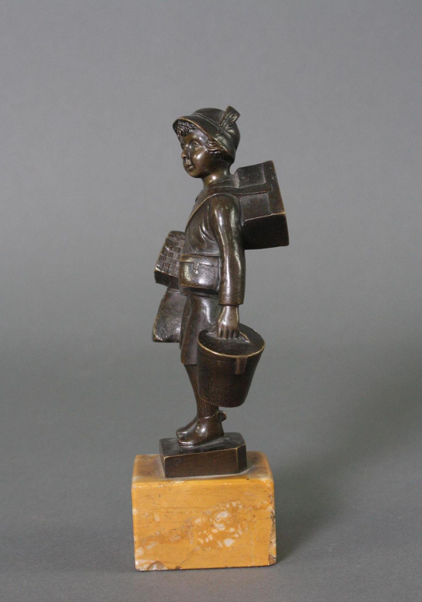 Bronzefigur, Auf Reisen - Bild 2 aus 5