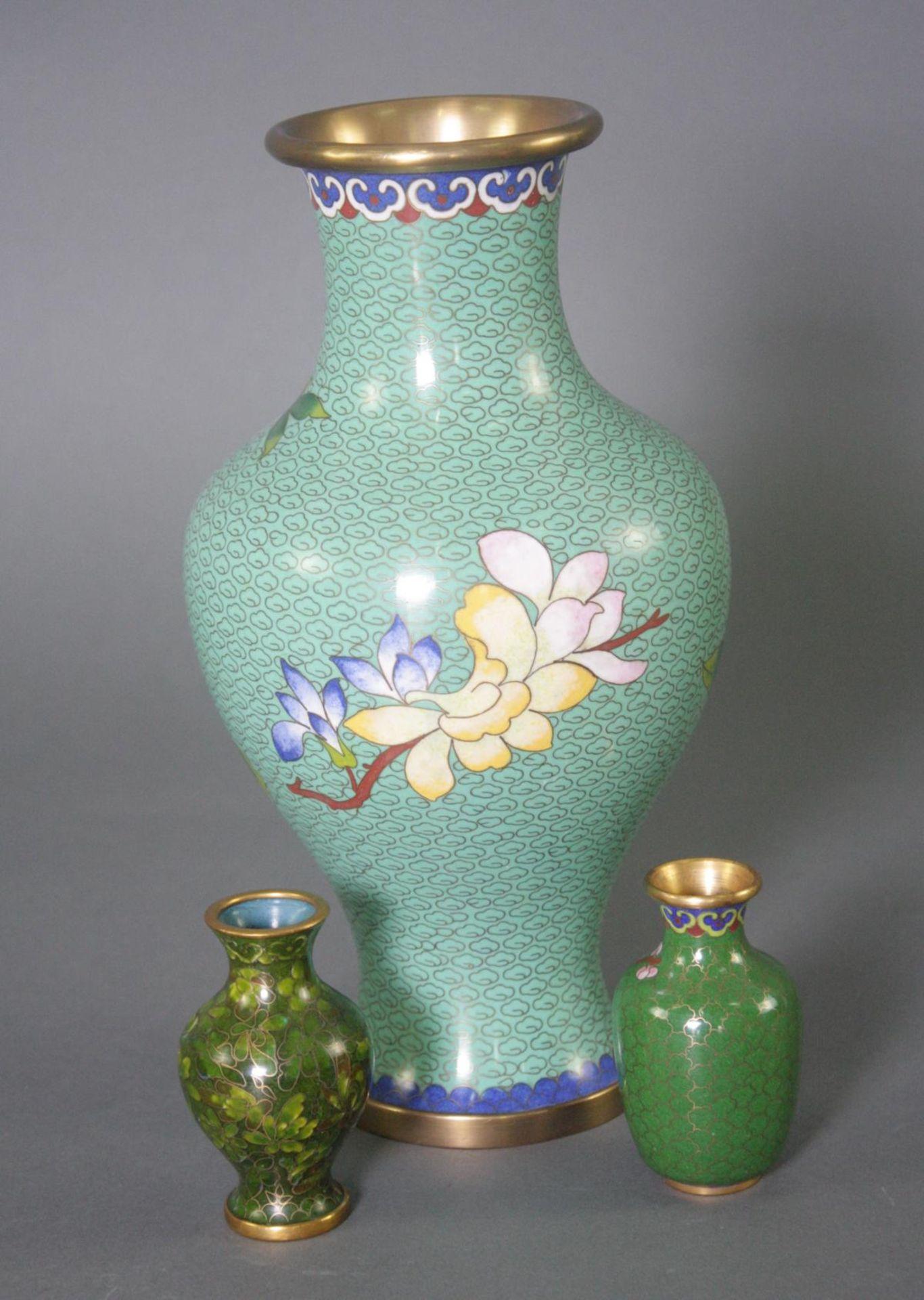 Drei Cloisonné Vasen, China - Bild 3 aus 4