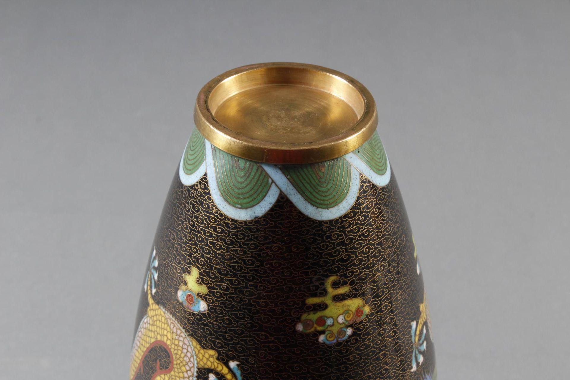 Cloisonne Ziervase, China, späte Quing-Dynastie - Bild 11 aus 13