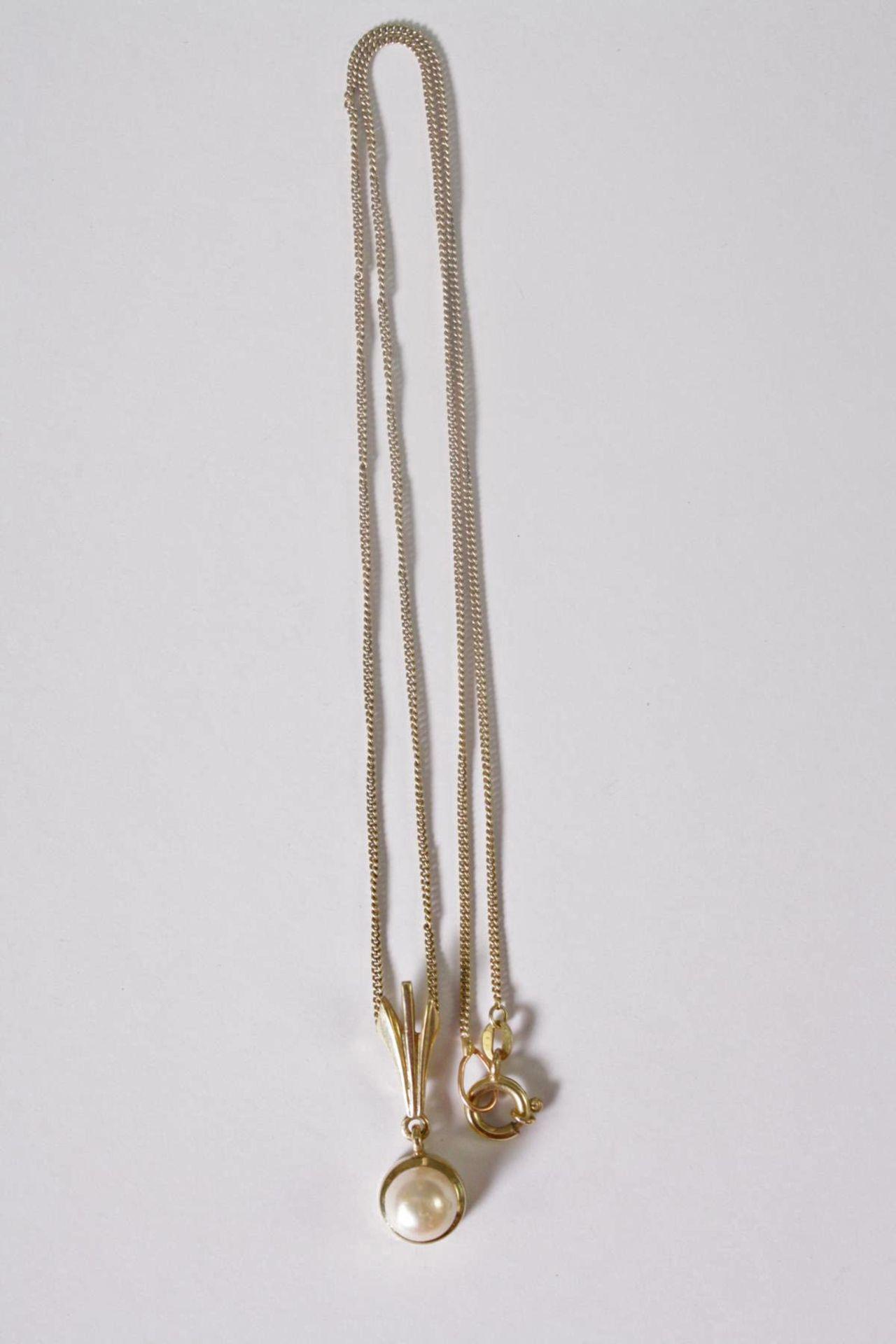 Halskette mit Perlanhänger, 14 Karat Gelbgold - Bild 2 aus 2