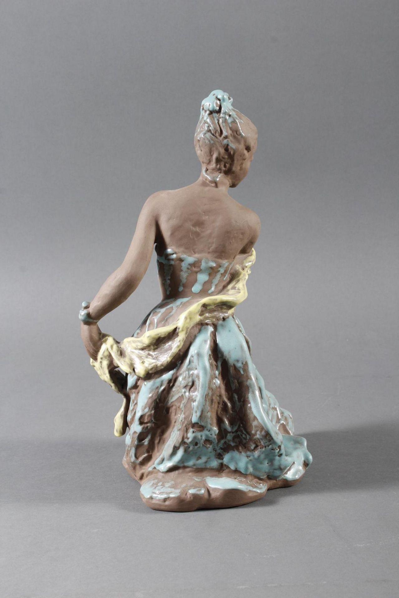 Karlsruher Majolika, Tanzendes Mädchen, No. 6396 - Bild 3 aus 7
