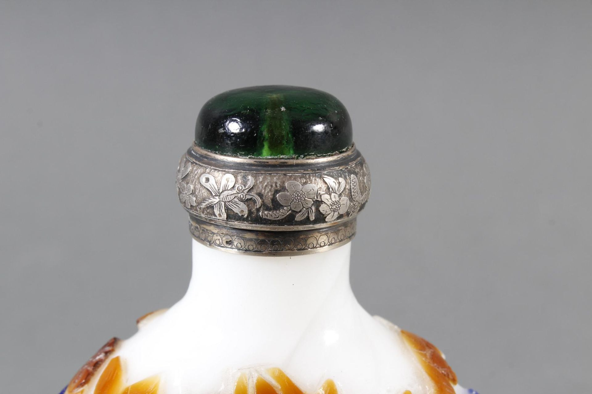 Snuff bottle, Überfangglas mit Silbermontur, China Anfang 20. Jahrhundert - Bild 9 aus 12